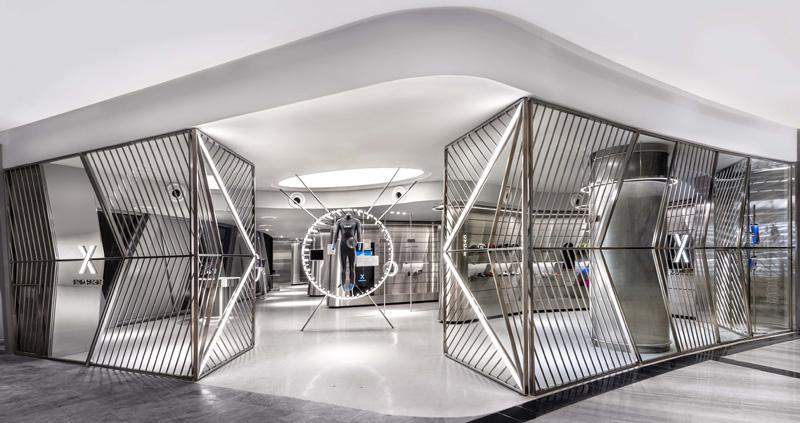שער הכניסה לחנות כאשר היא פתוחה, צילום: CI&A PHOTOGRAPHY