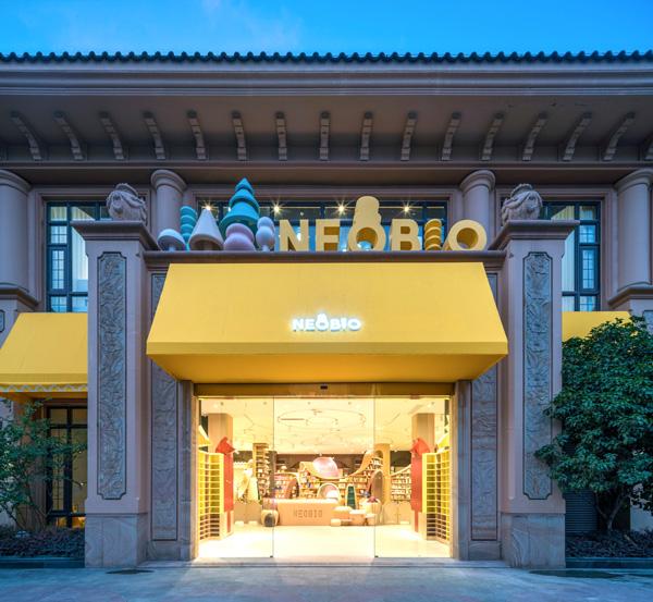 הכניסה הראשית למתחם הפעילות NEOBIO, צילום: Shao Feng