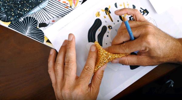 אבני הסברובסקי כציפוי מוזהב לקרוסלה, קרדיט: צילום מסך יוטיוב.