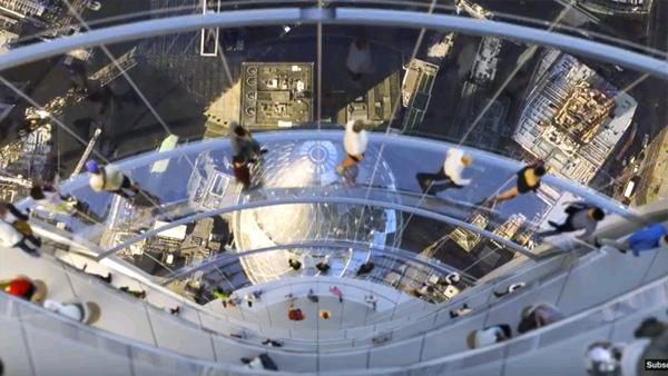 גשרי אוויר המחברים בין כל אחת משלושת החזיתות של התצפית ומאפשרות תצפית של360 מעלות, הדמיה: צילום מסך מיוטיוב