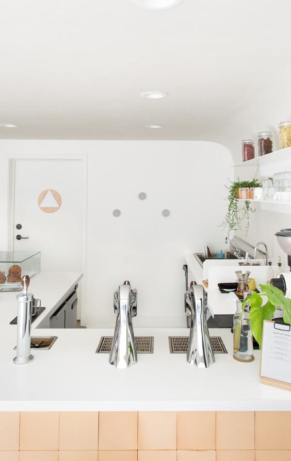 חיבור מעוגל בין הקירות לתקרה יוצרמפגש רך, צילום: סוזאנה סקוט
