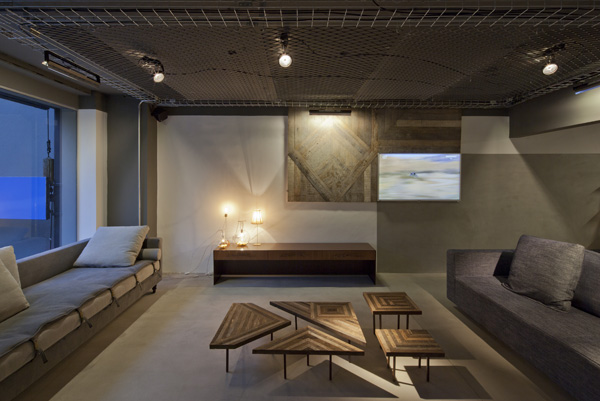 סביבה הרמונית המתרגמת את שפת מותג הרהיטים לשפה ארכיטקטונית, צילום: מריה אקייבה