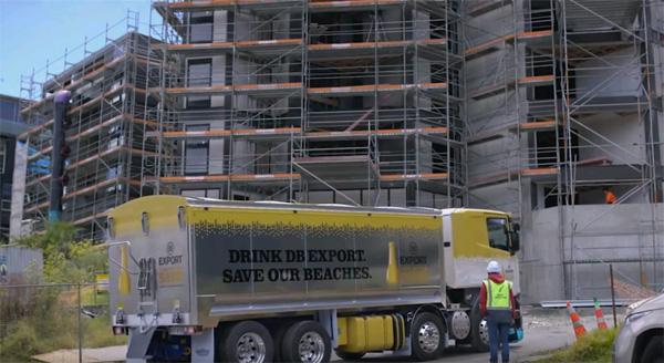 החול משמש כחומר גלם בתעשיית הבניה בניו זילנד. צילום: צילום מסך, יוטיוב