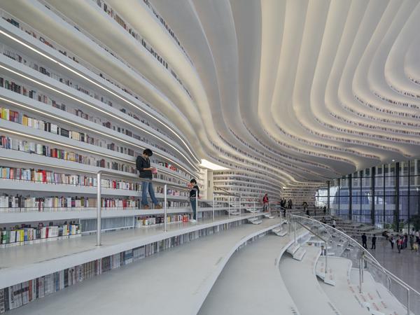 הספריה מכילה כ1.2 מיליון ספרים Tianjin Binhai Library By MVRDV, Photograper: Ossip van Duivenbode