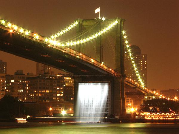 ''מפלי העיר ניו יורק''גשר ברוקלין, צילום: Michael Daddino דרך commons.wikimedia.org