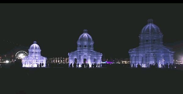 עבודתו של אדוארדו טרסולדי בפסטיבל קוצ'לה-ETHEREA. צילום מתוך יוטיוב.