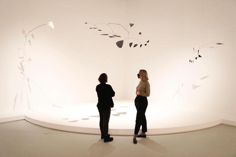 מוביילים בתערוכה של אלכסנדר קלדר שאמורה להפתח במוזיאון תל אביב, קרדיט צילום- גיא יחיאלי.