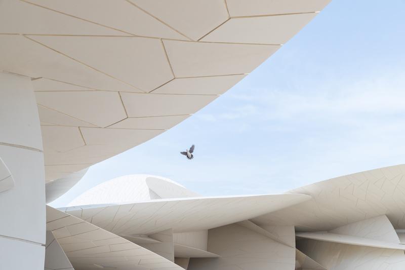 הדיסקים המשתלבים בגג המוזיאון , ז