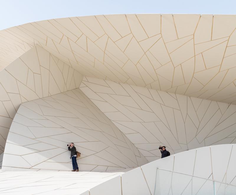 איזורים מוצללים היוצרים קירור טבעי של המבנה, המוזיאון הלאומי של קטאר, תוכנן על ידי ז