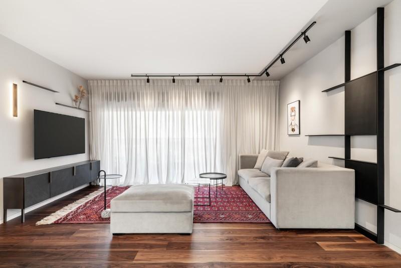 מבט לכיוון הסלון והיציאה למרפסת. קרדיט צילום: יואב פלד צילום אדריכלות