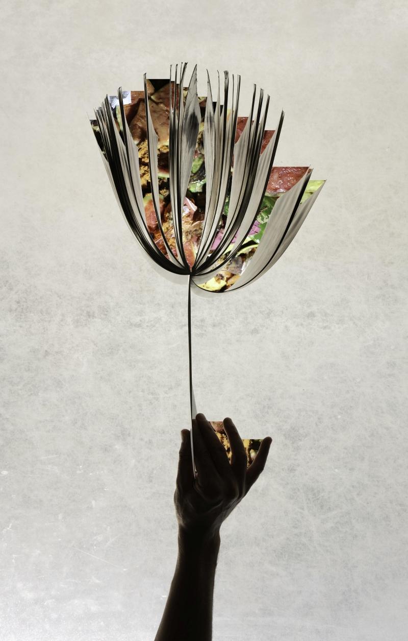 """אלי פטל, ספר הפוך, 2019, הזרקת דיו על נייר, 120×187 ס""""מ, באדיבות האמן"""
