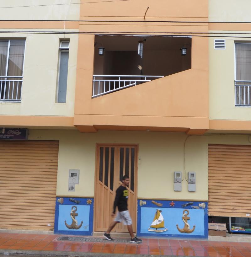 ממחקר באסתטיקה של מרפסות וחזיתות. מרפבסת שקועה מקורה בקולומביה. קרדיט צילום: ד