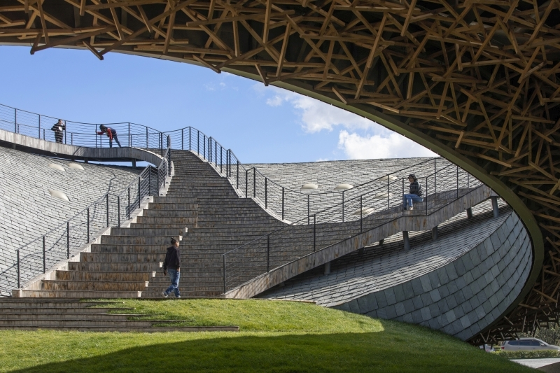 Yangliping; View from outdoor theater to roof ramp, Credit Photo: Jin Weiqi