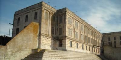 תשוקת יתר– הקשר בין אדריכלות ובריחה מבית הכלא המפורסם בעולם. מאת: זוהר מונייאר