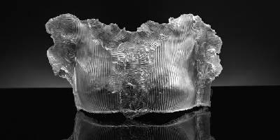 פואטיקה בתערוכתה של אמנית זכוכית