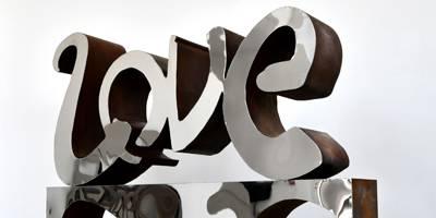 מיתרים, שירי אהבה ומכונית אדומה בתערוכתו של המעצב והאמן רון ארד